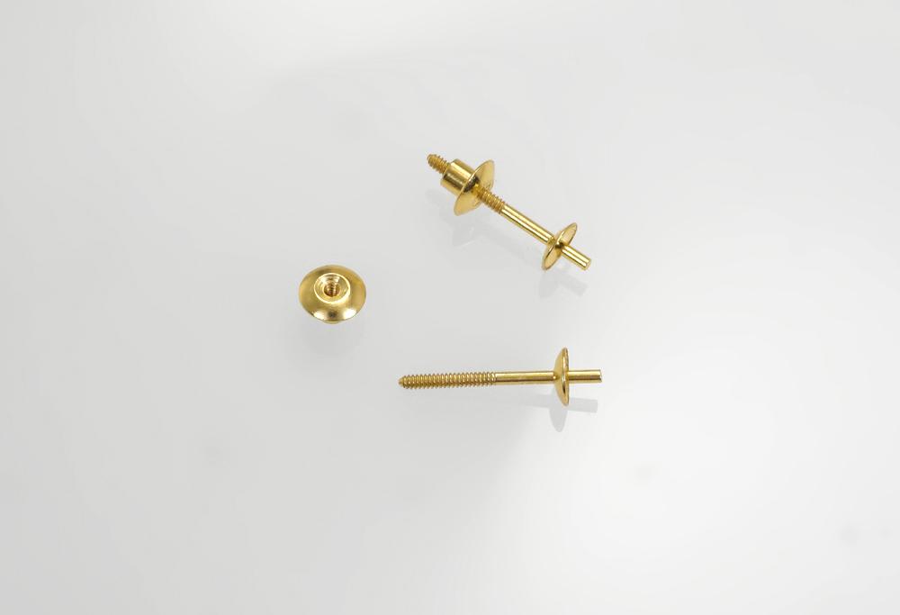 Doppelter Perl-Ohrstecker geschraubt mit Schüsseln